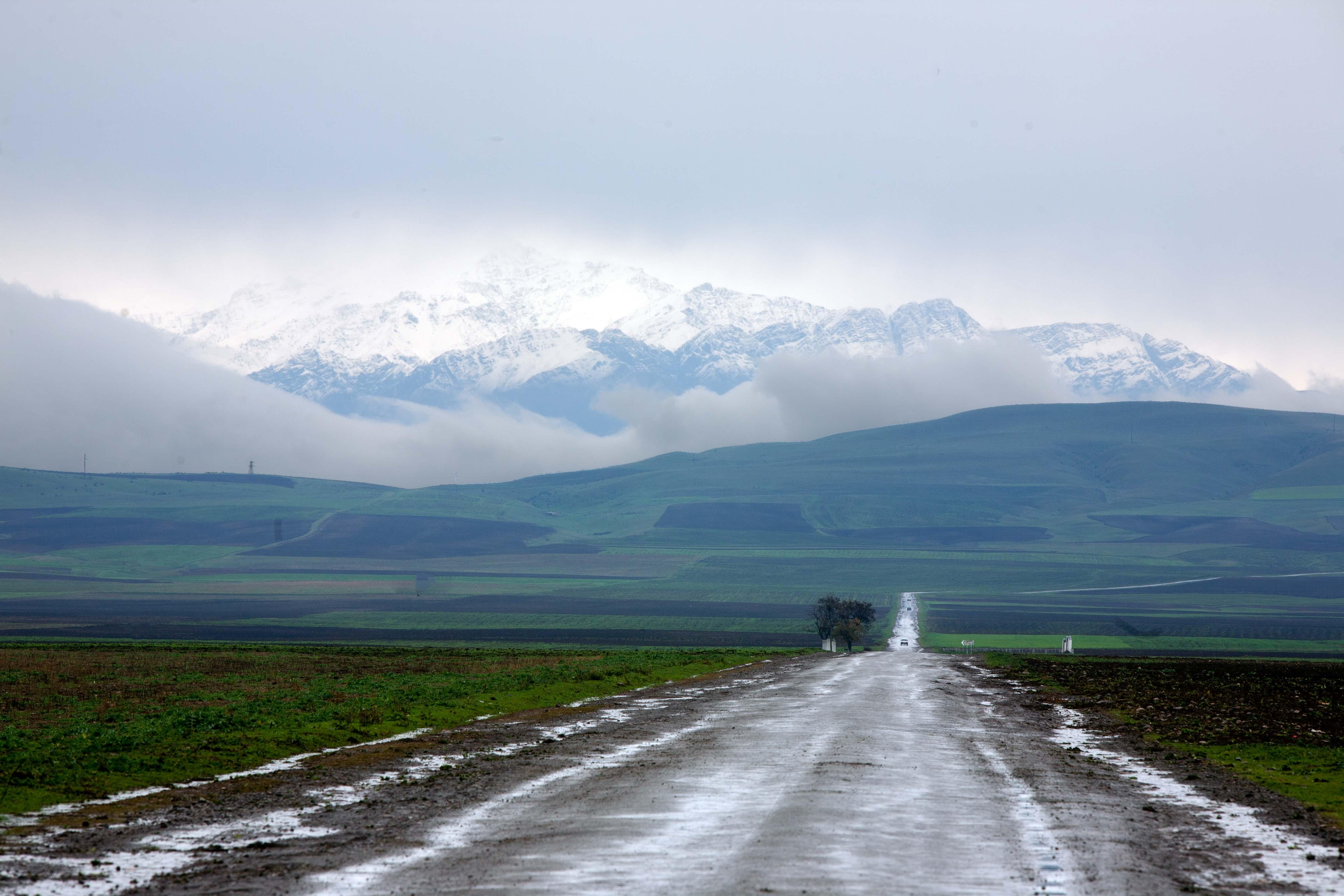 Azerbaijan, Shaki (SAK) Prov, Road And Mountains, 2009, IMG 8502