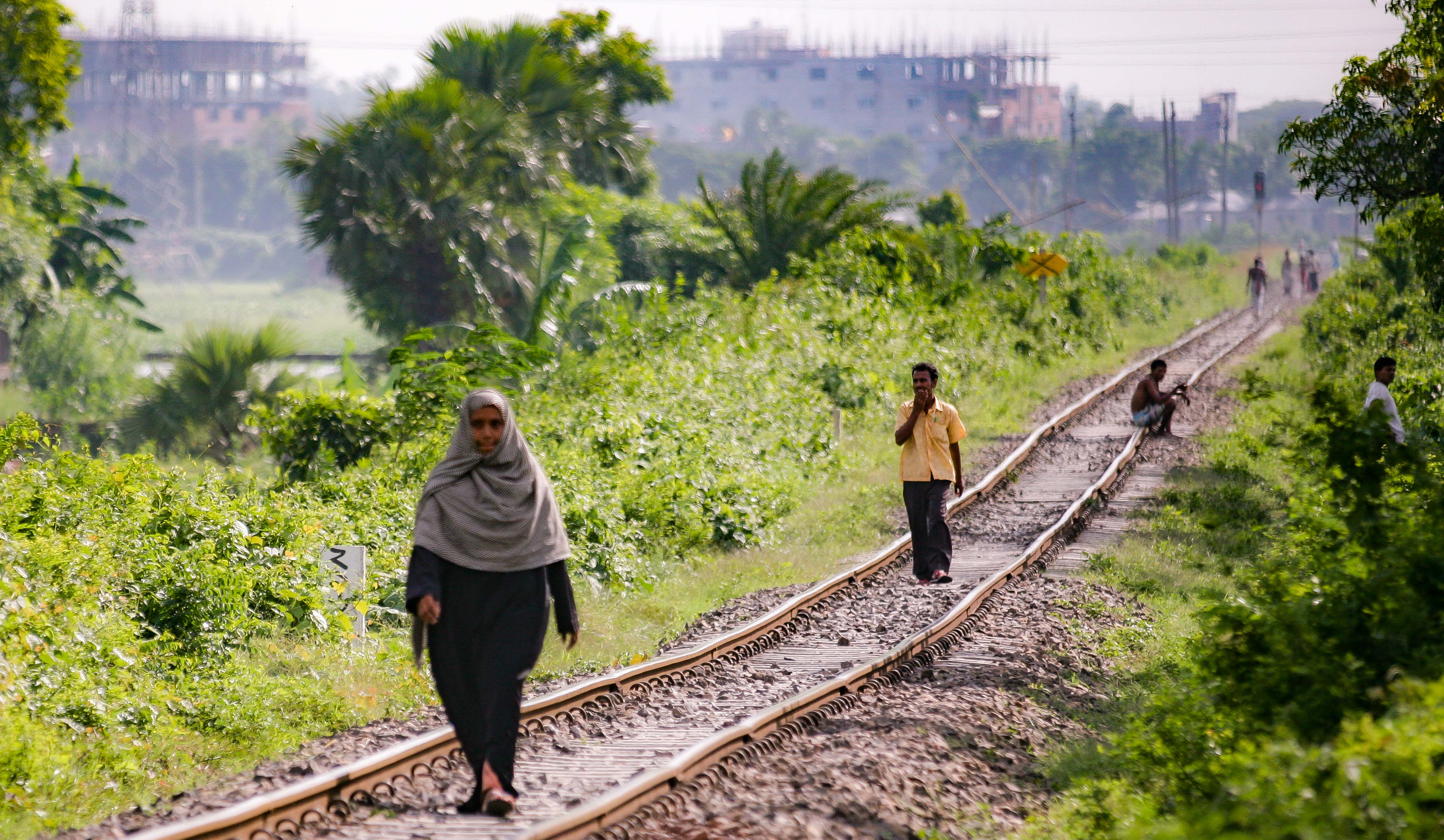 Bangladesh, Gazipur Prov, People On Tracks, 2009, IMG 7983