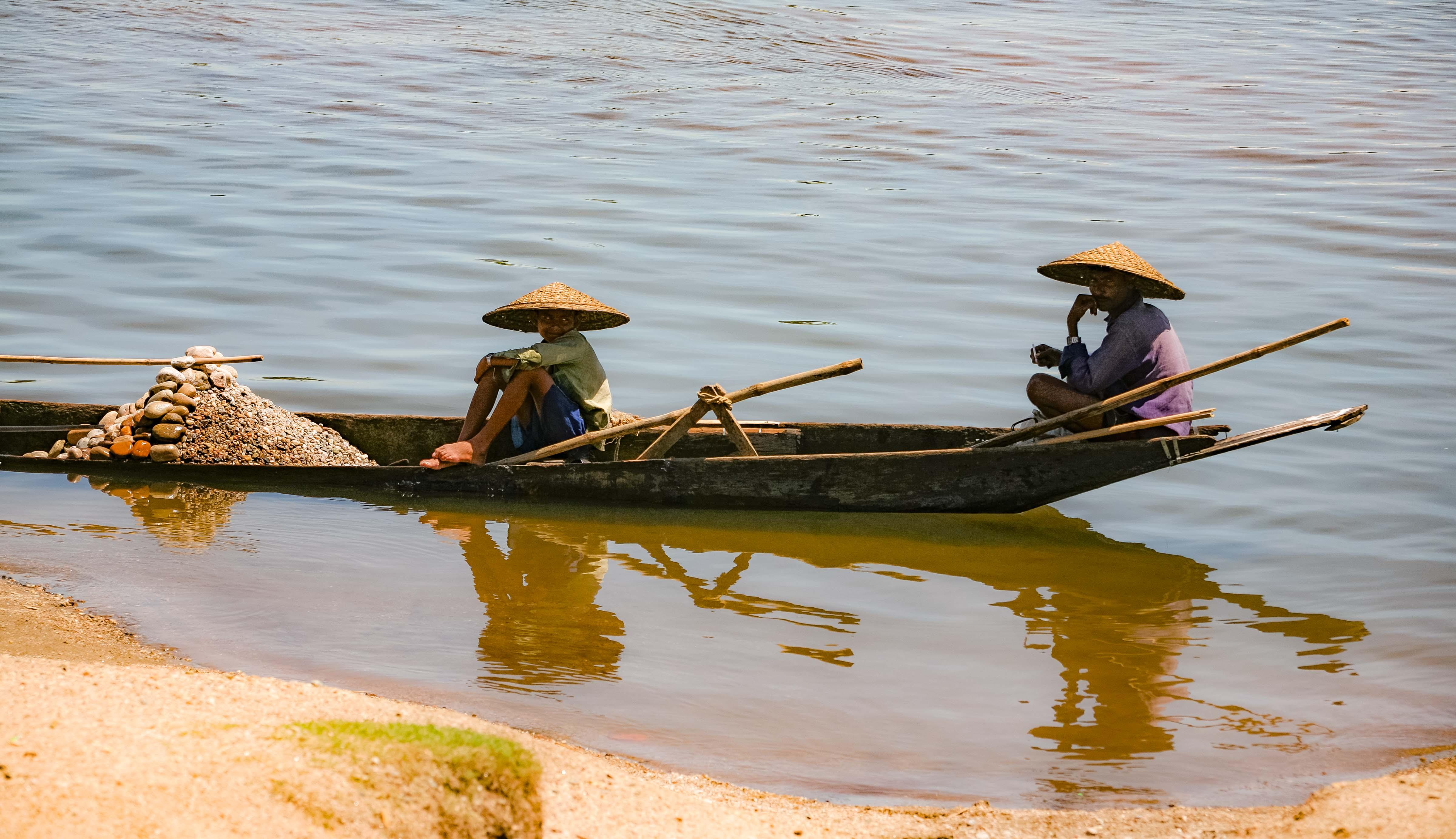 Bangladesh, Sylhet Prov, Gravel Boat, 2009, IMG 8111
