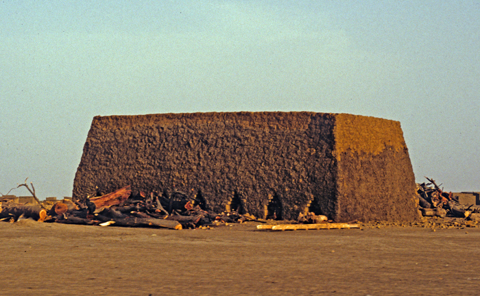 Chad, Structure On The Way To Bol, 1990