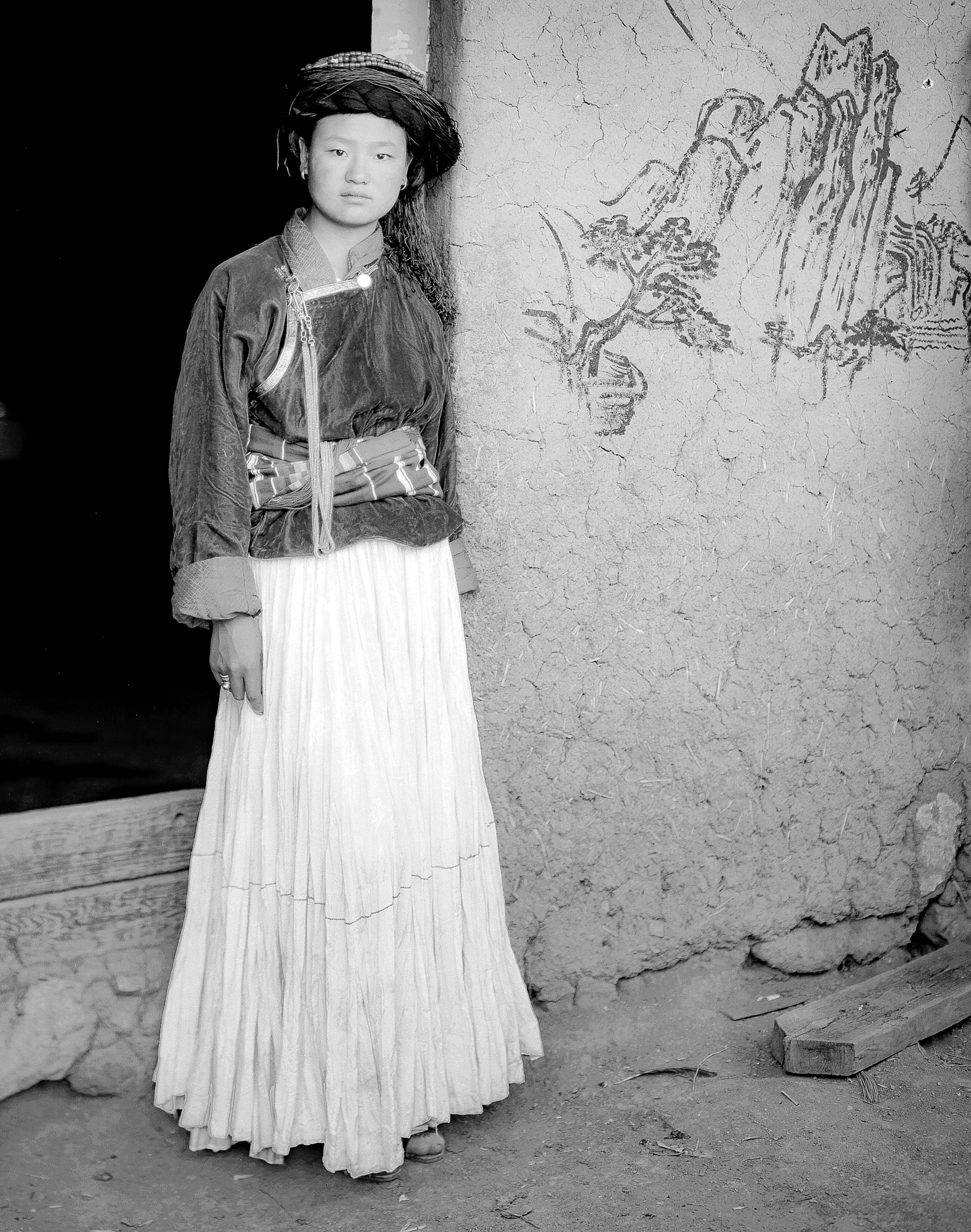 China, Yunnan, Er Che Du Ma, In Front Of Door, 2006