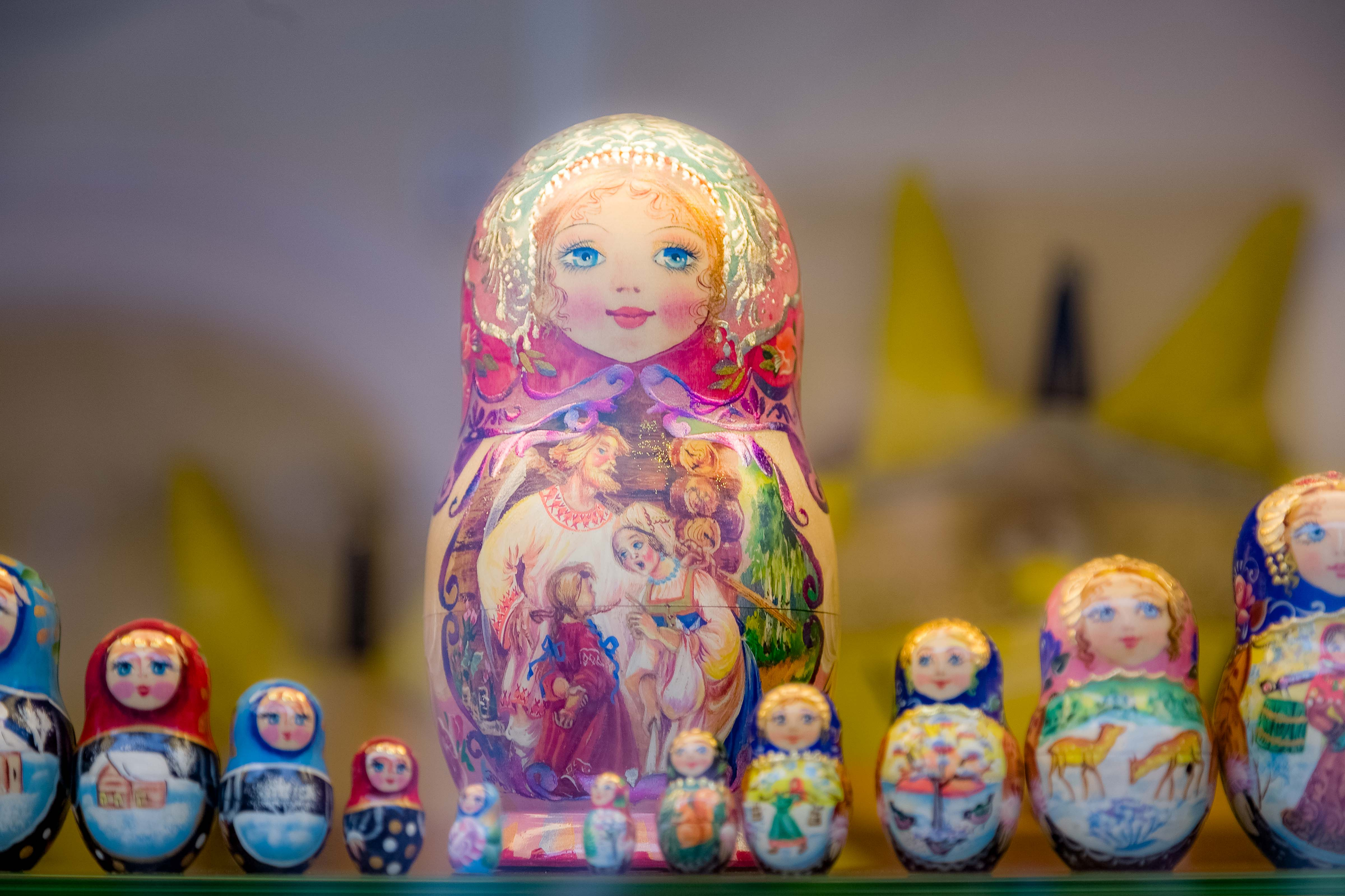 Lithuania, Vilnius, Figurines In Window, 2010, IMG_3104