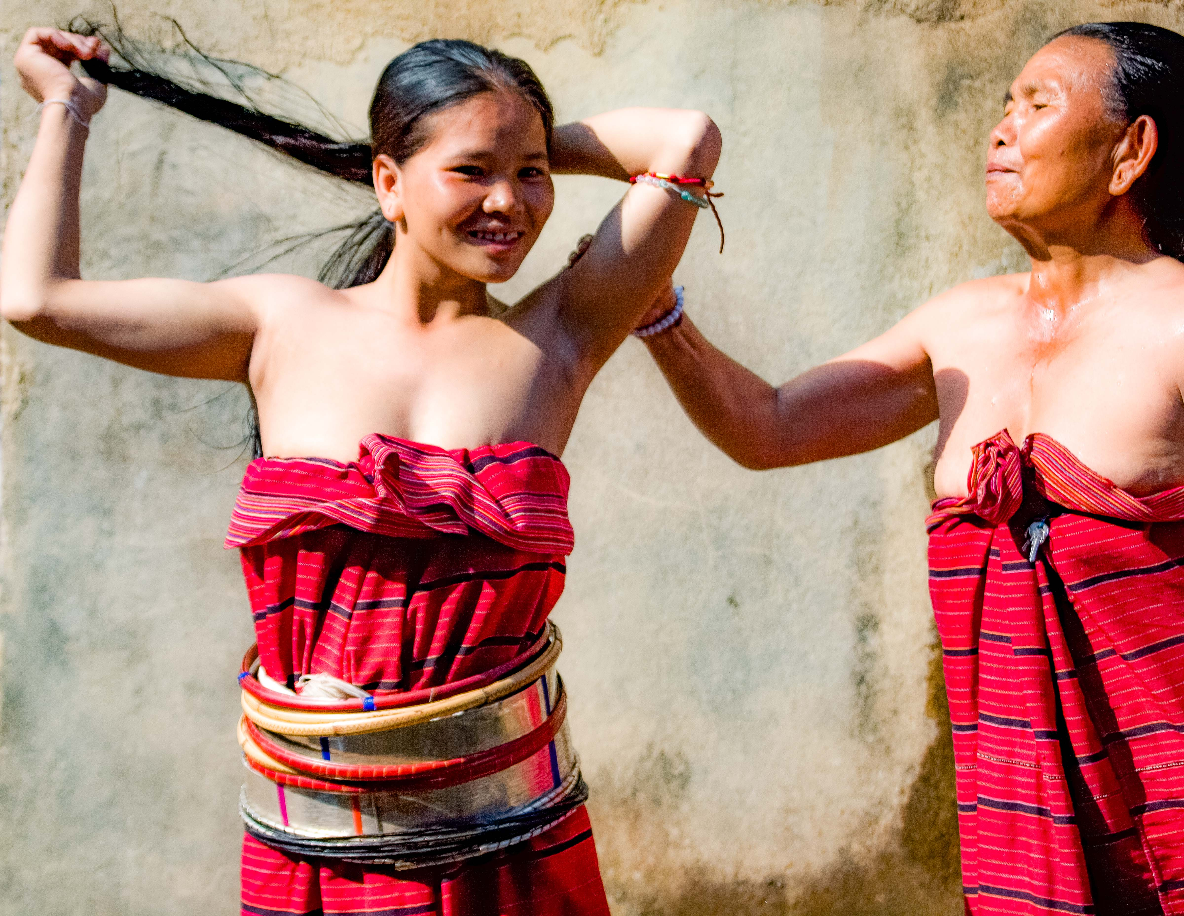 Myanmar, Shan Prov, Silver Paluang Girl Bathing, 2008, IMG 7438