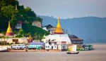 Myanmar,_Unknown_Prov,_Temple_Near_River,_2009,_IMG_3887