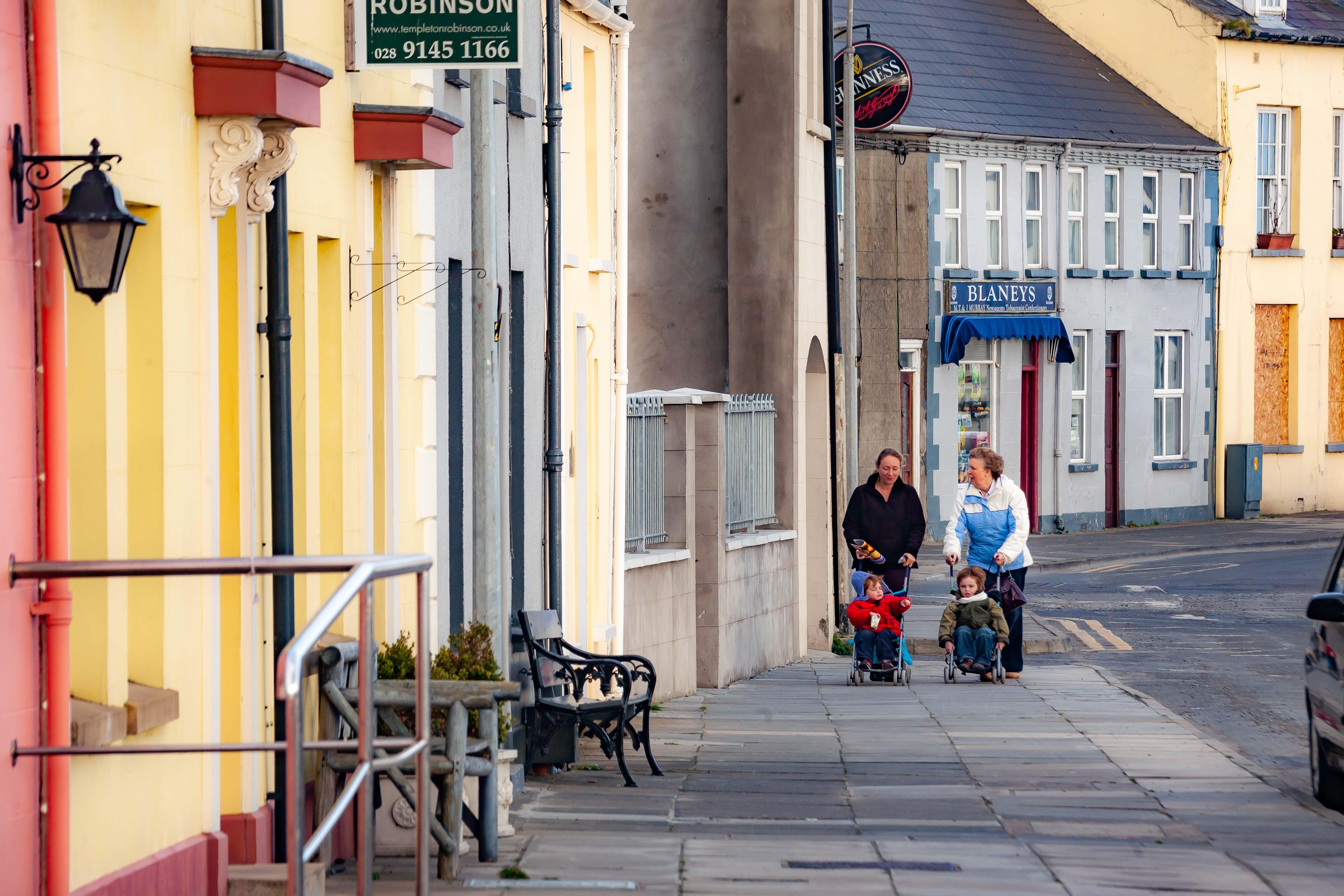 N Ireland, Ards Prov, Strollers Sidewalk, 2009, IMG 9955