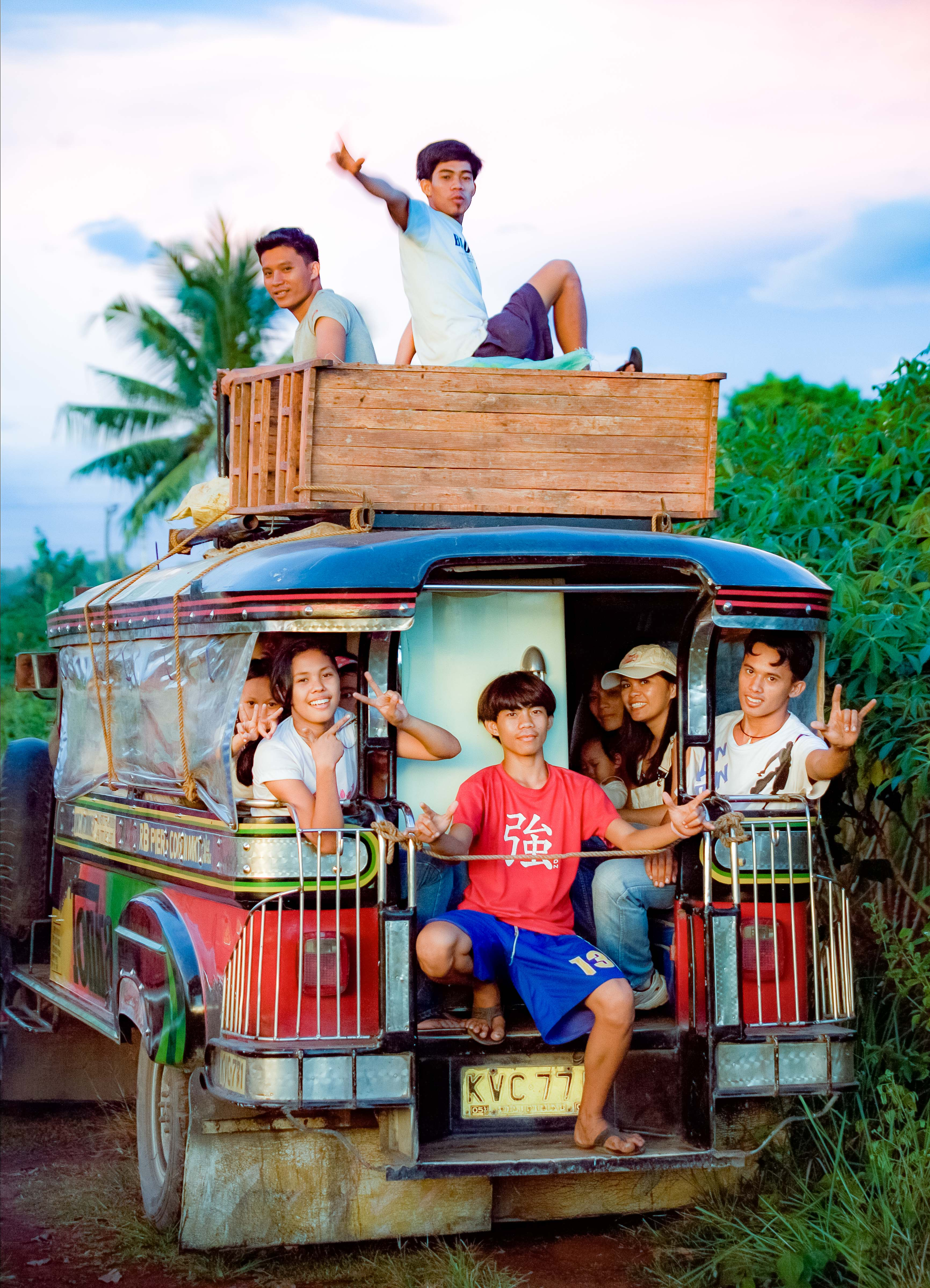 PH, Bukidnon Province, Truck With People, 2008, IMG_1239