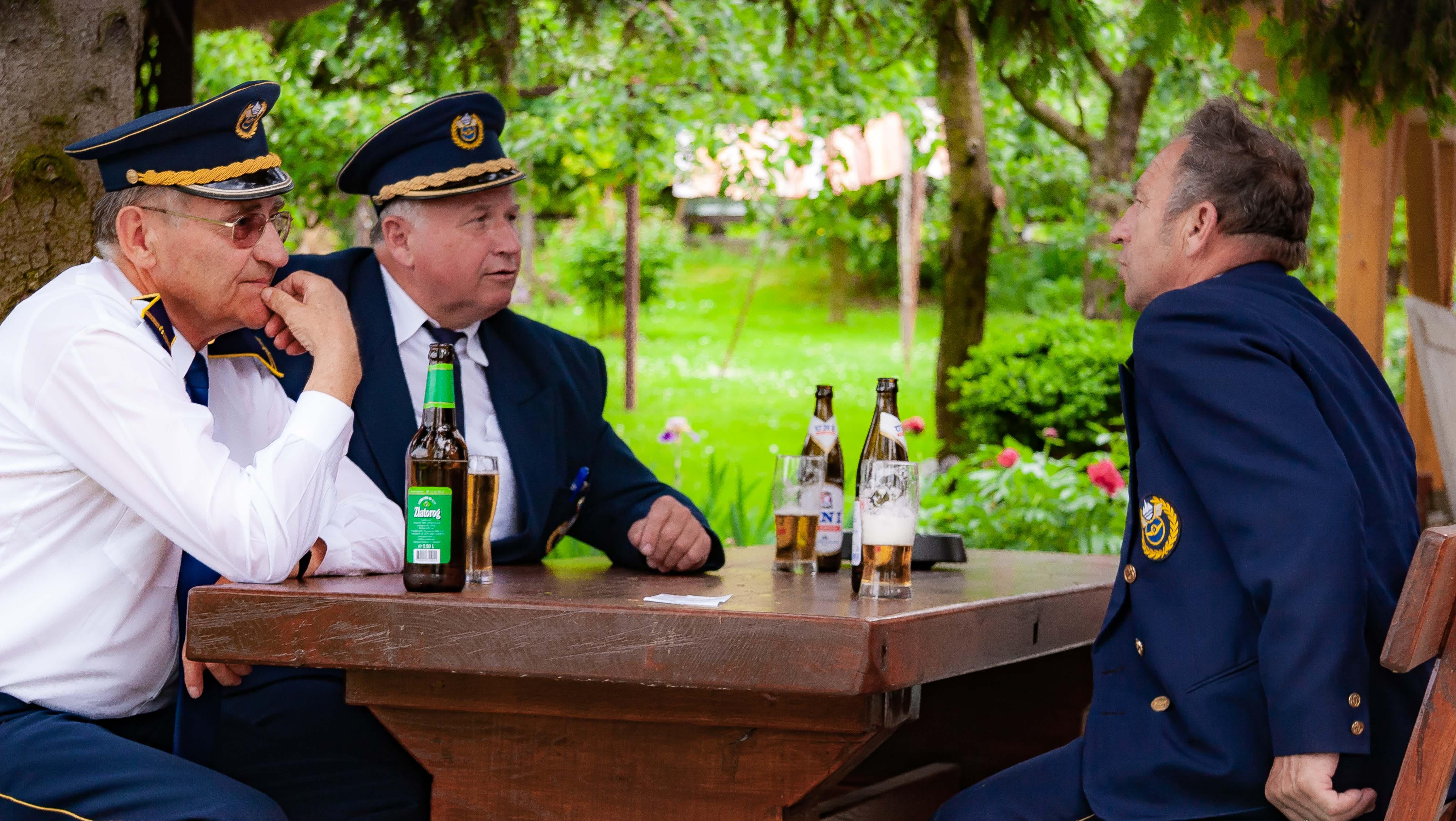 Slovenia, Smarje Pri Jelsah Prov, Enjoying A Beer, 2006, IMG 7937