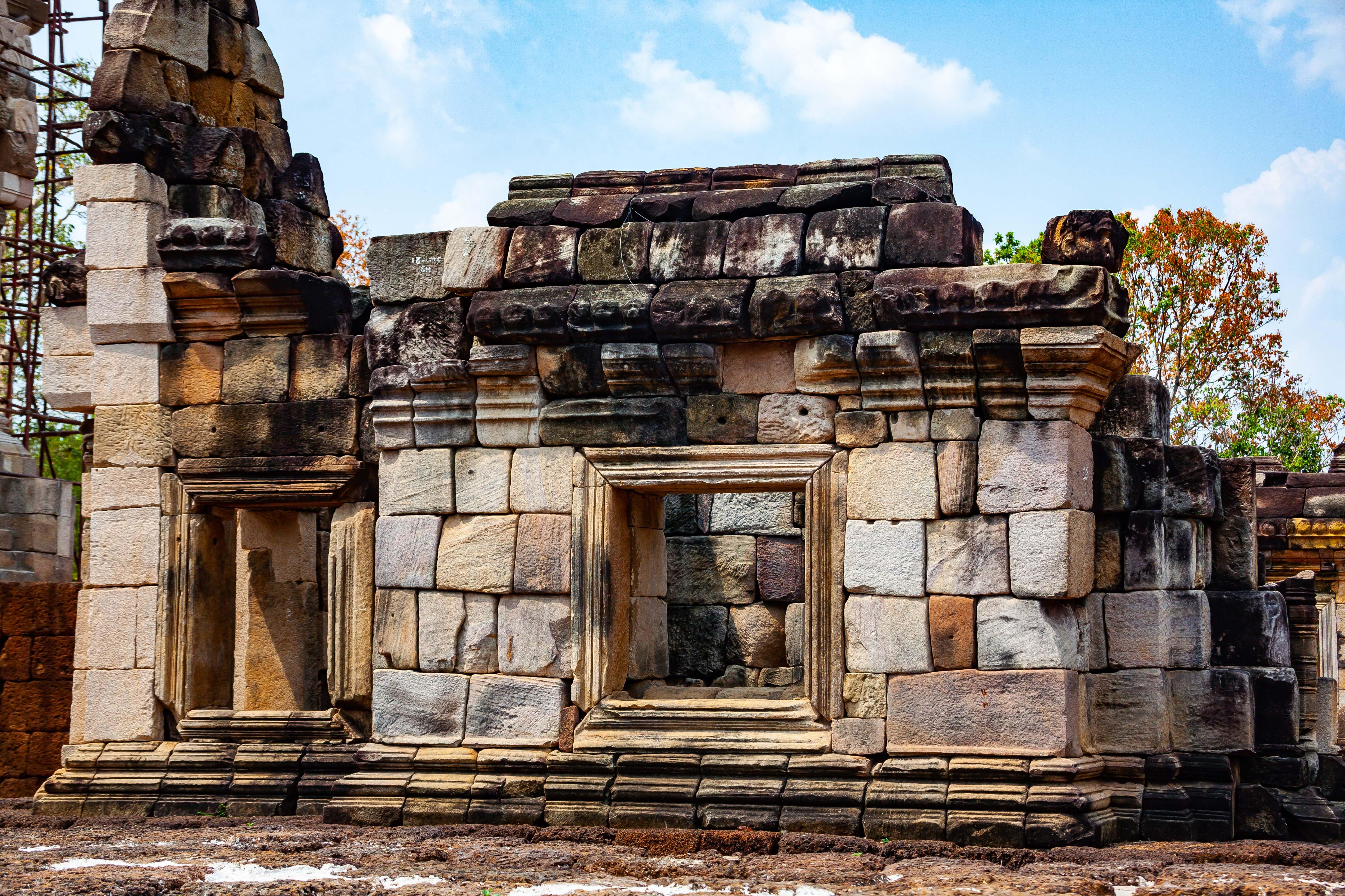 Thailand, Sa Kaeo Prov, Temple Wall, 2008, IMG 0147