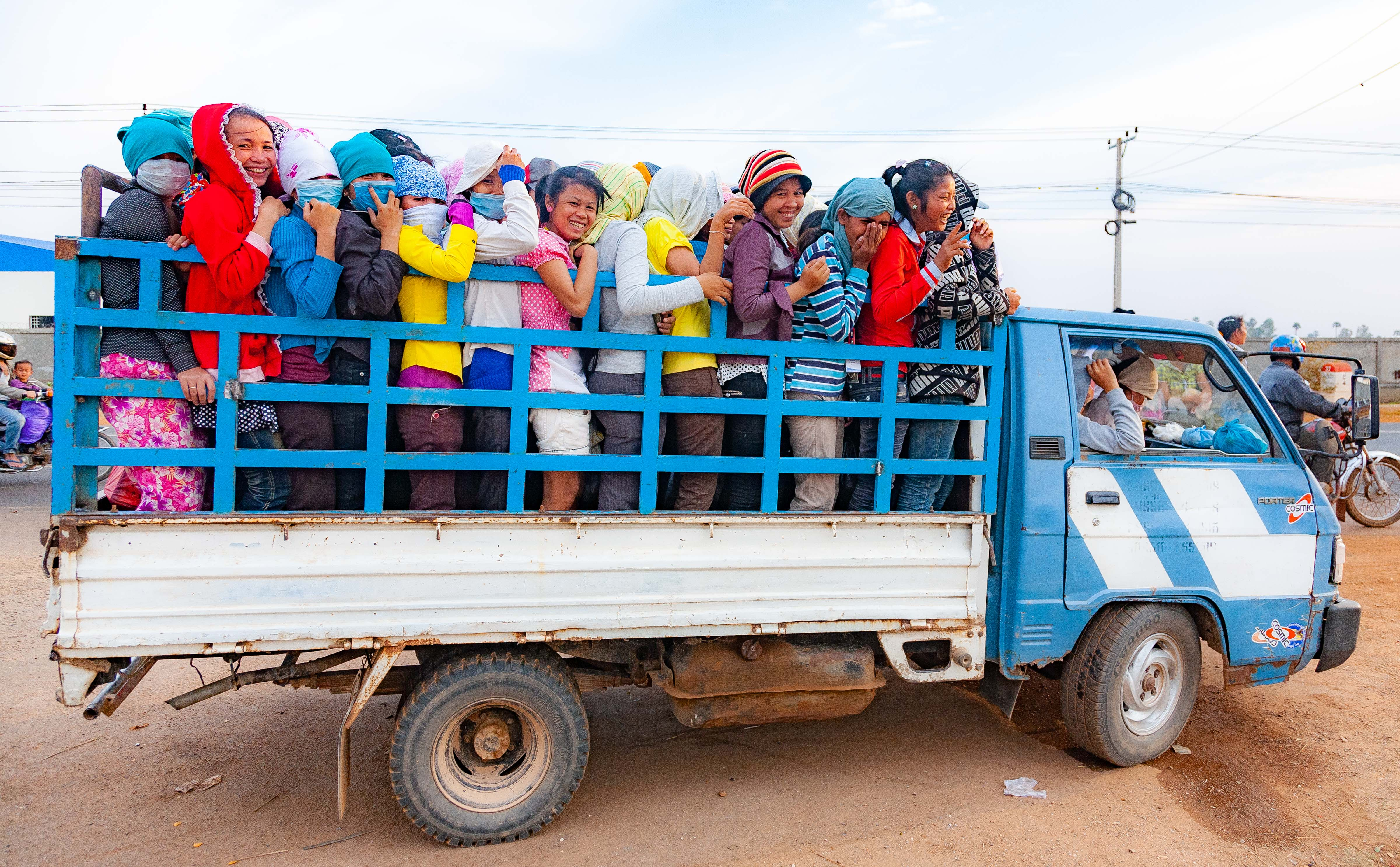Cambodia, Kandaal Prov, Girls In Truck, 2010, IMG 4635
