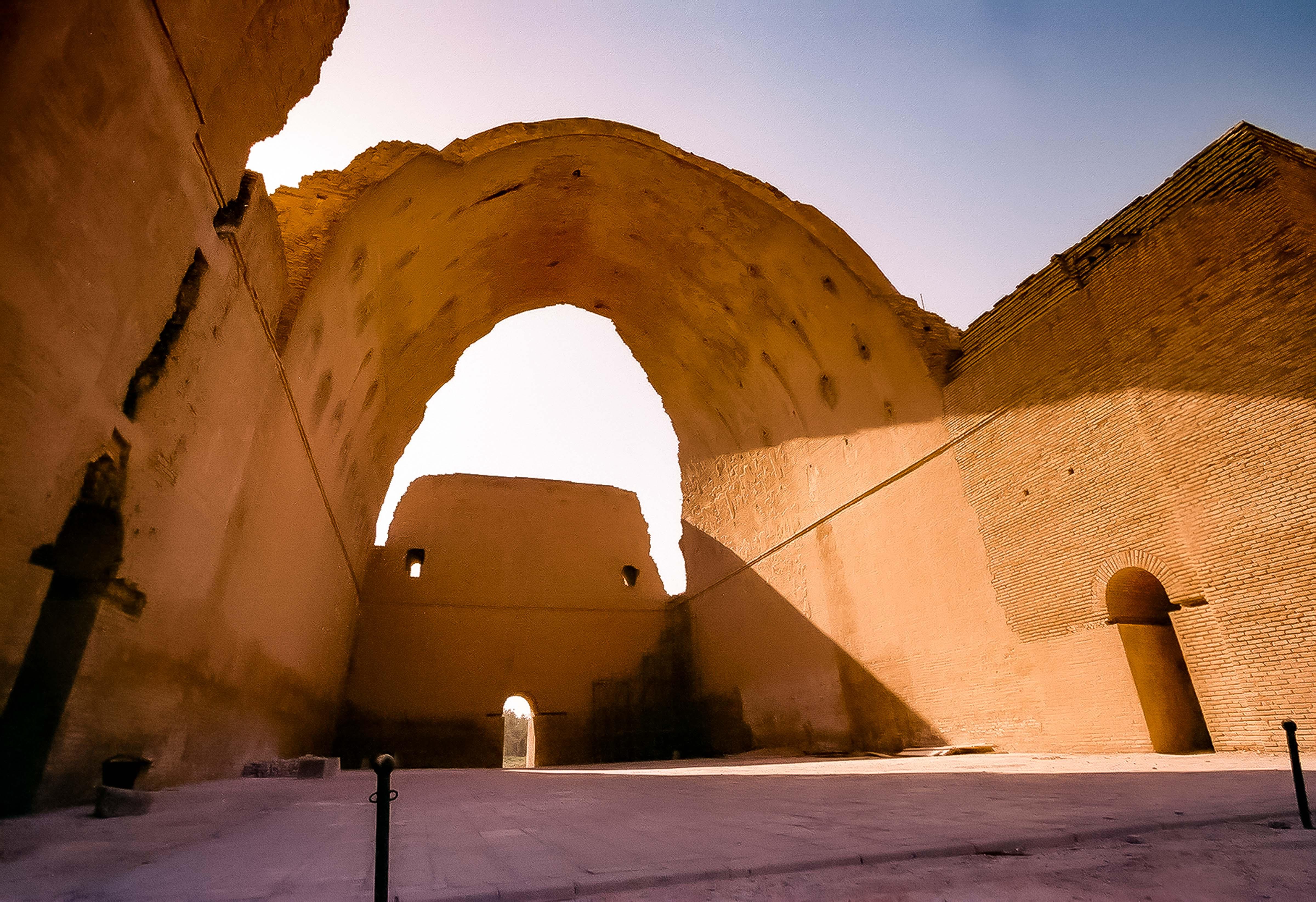 Iraq, Ctesiphon Arch, 2002