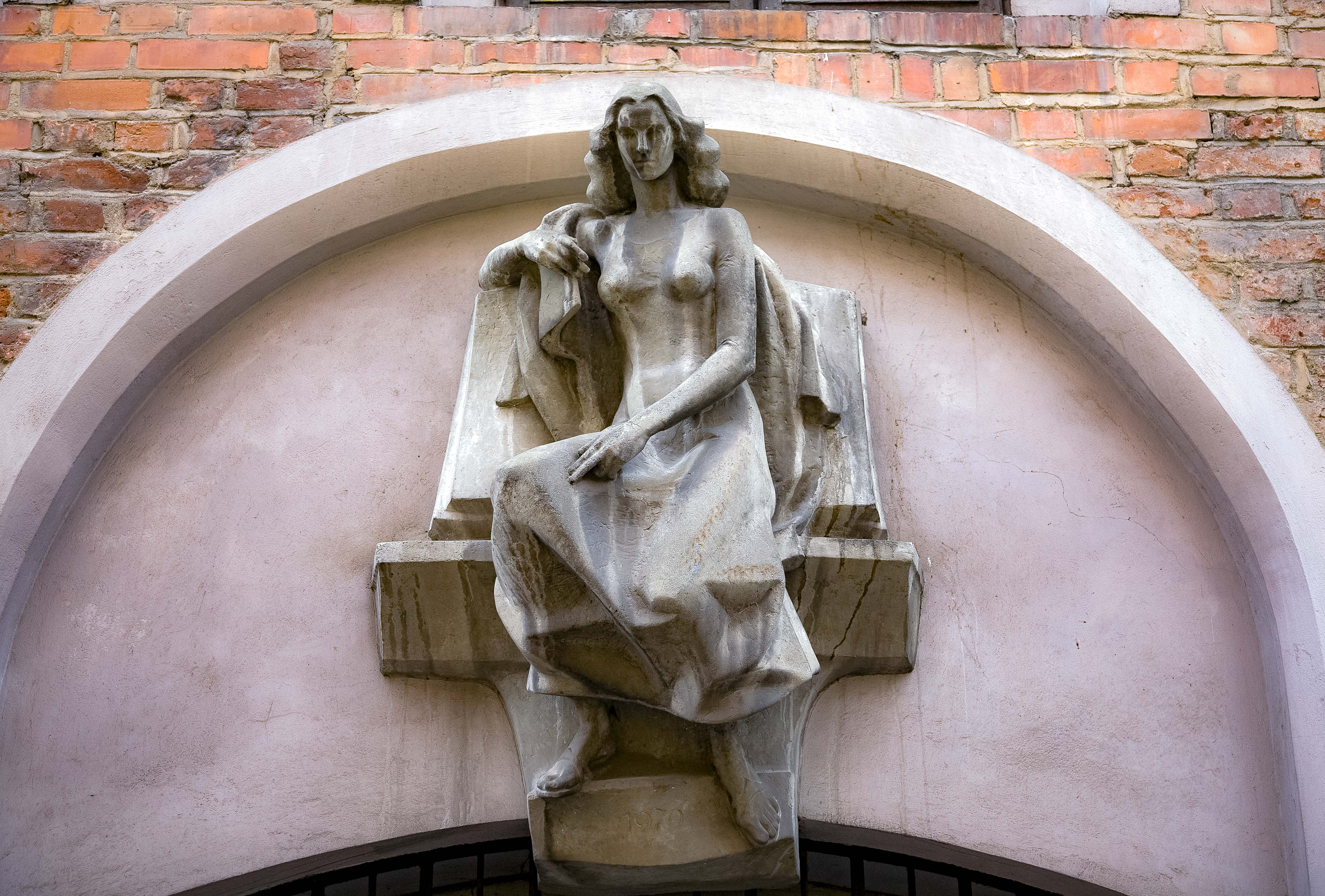 Lithuania, Vilnius, Statuette On Wall, 2010, IMG_3098