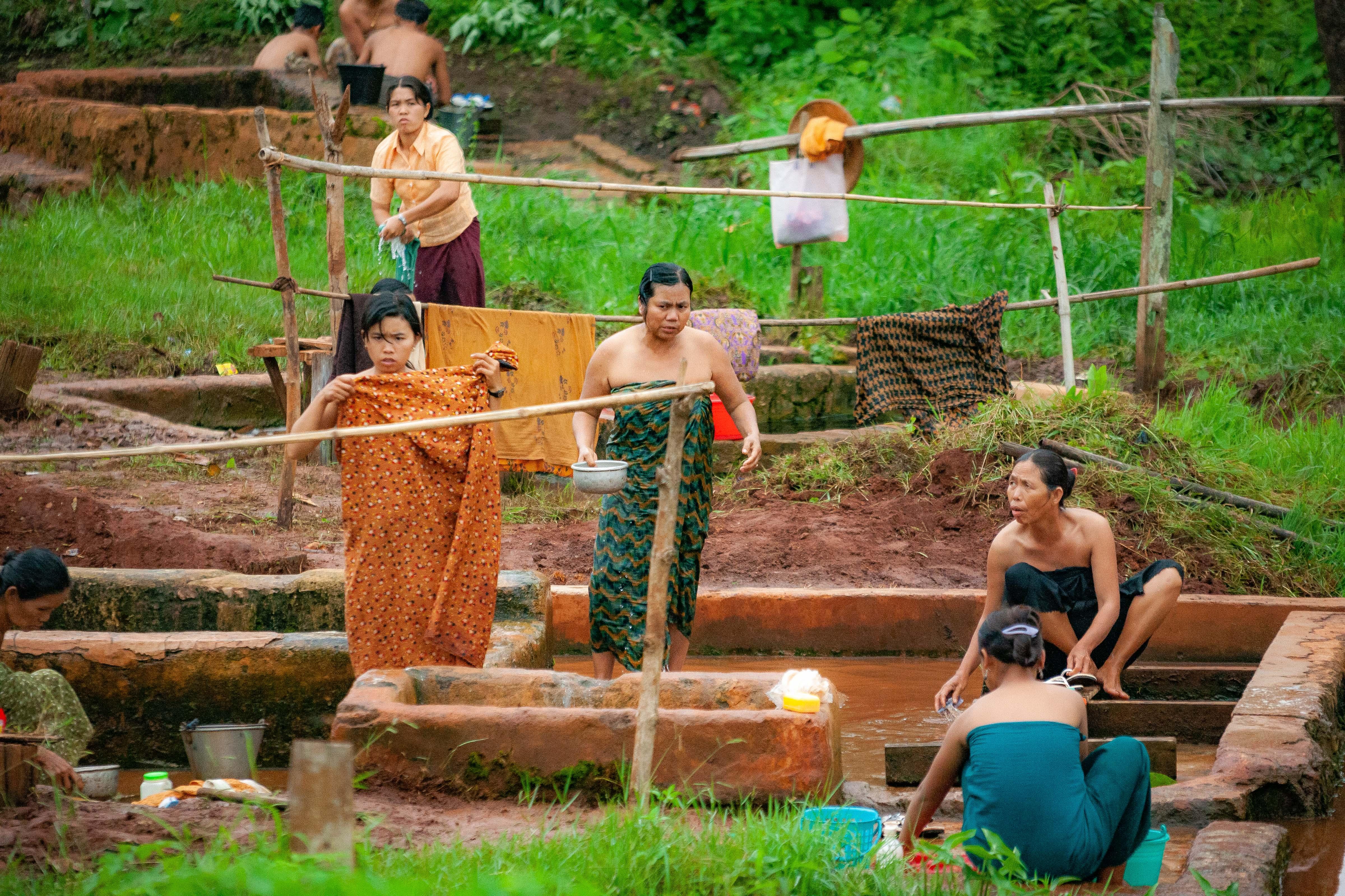 Myanmar, Shan Prov, Details Women Washing, 2009, IMG 4664