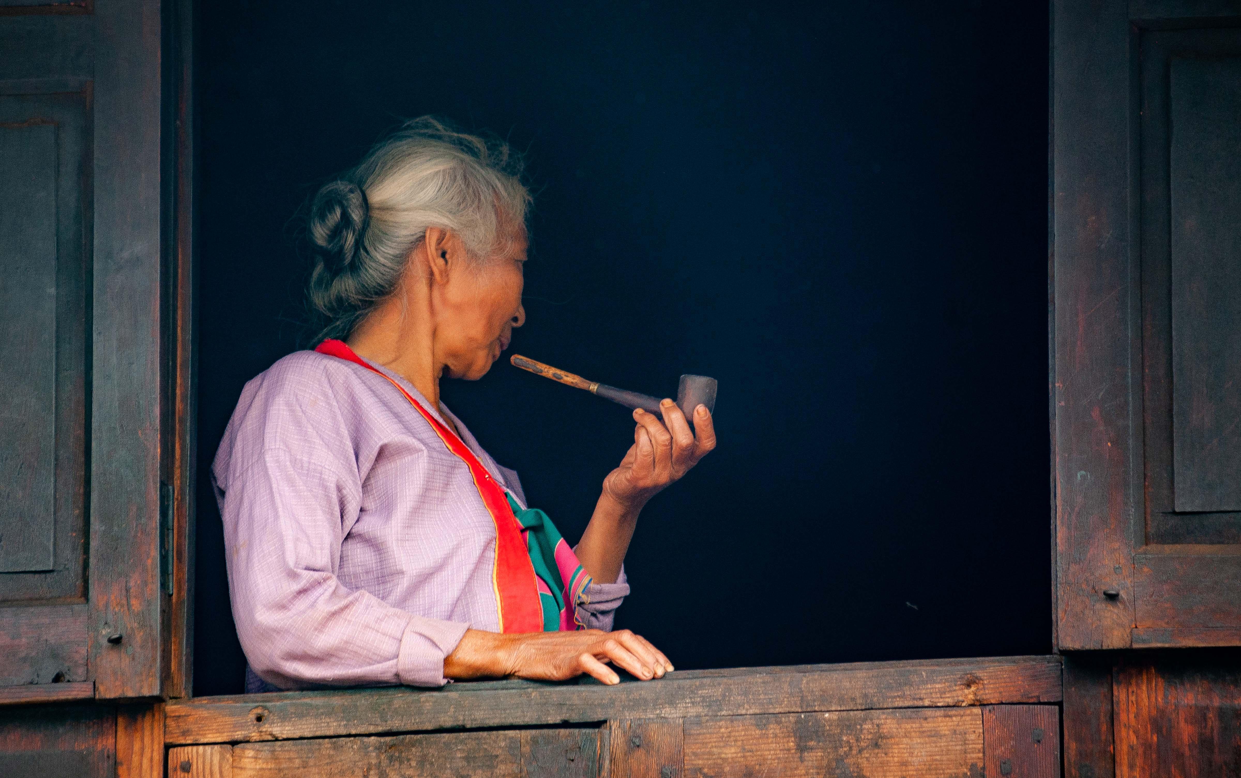 Myanmar, Shan Prov, Old Woman Pipe, 2009, IMG 4371