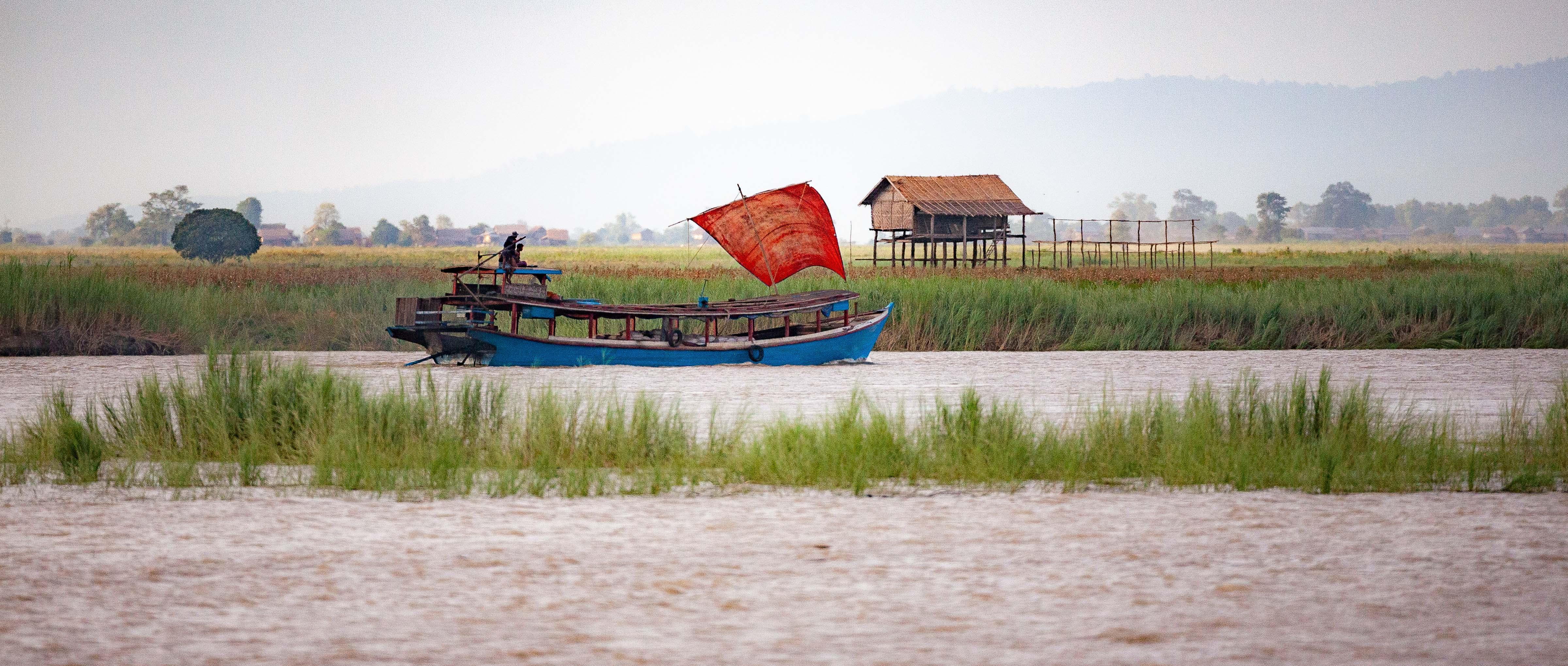 Myanmar, Unknown Prov, Boat Scene, 2009, IMG 3970